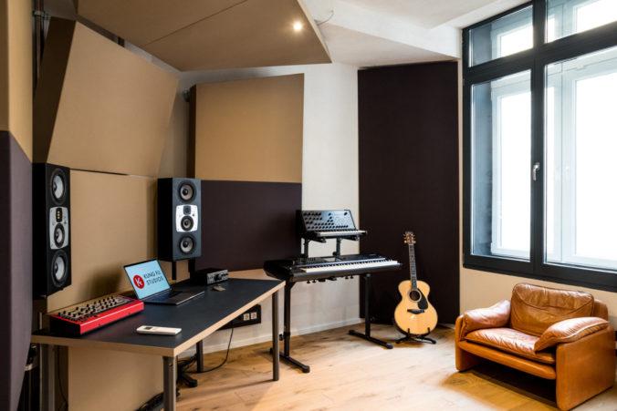 Akustikstoff von www.akustikstoff.com im Studio C der Kung Fu Studios Berlin (Marek Pompetzki)