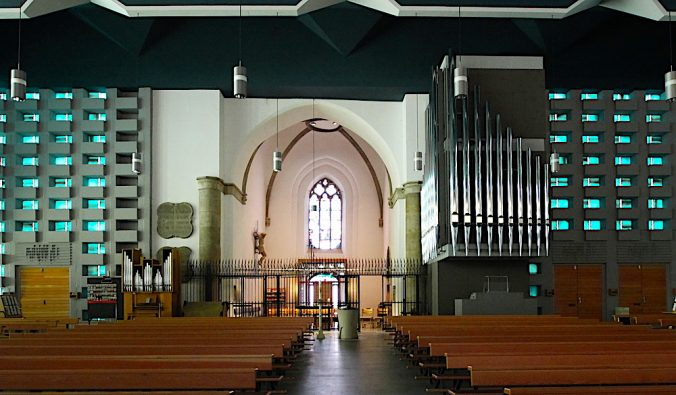 Church organ in St. Mary's Assumption in Ahaus, Germany, with grey sound-transparent fabric from Akustikstoff.com.